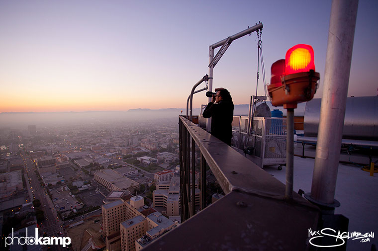 photokamp-nick-saglimbeni-2012-rooftop-skyscraper-shooting-view-mountains-fog